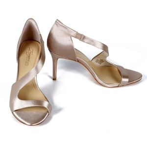 "Vince Camuto ""Purch"" sandal - sand size 8"